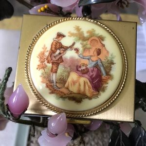 Vintage French lover porcelain cameo compact
